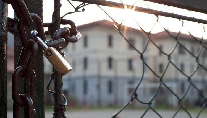 Uganda jail break: Manhunt for naked Moroto prisoners